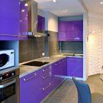 фиолетовый кухонный гарнитур с серым