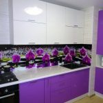 фиолетовый кухонный гарнитур с цветами
