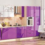 фиолетовый кухонный гарнитур с бежевым
