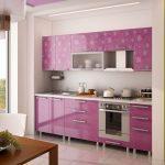 фиолетовый кухонный гарнитур в цветочек