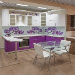 фиолетовый кухонный гарнитур с ирисами