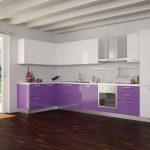 фиолетовый кухонный гарнитур коричневый пол