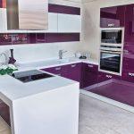 фиолетовый кухонный гарнитур квадратный