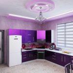 фиолетовый кухонный гарнитур с люстрой
