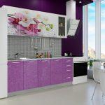 фиолетовый кухонный гарнитур с орхидеей