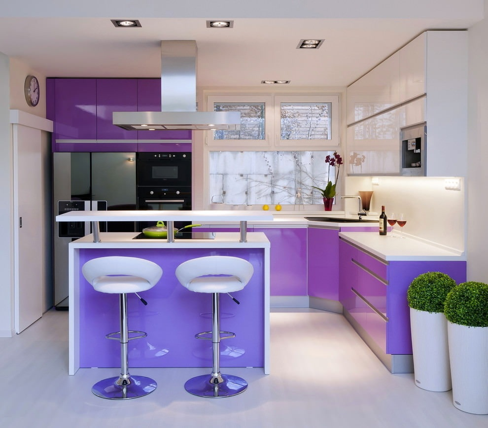 освещение на фиолетовой кухне