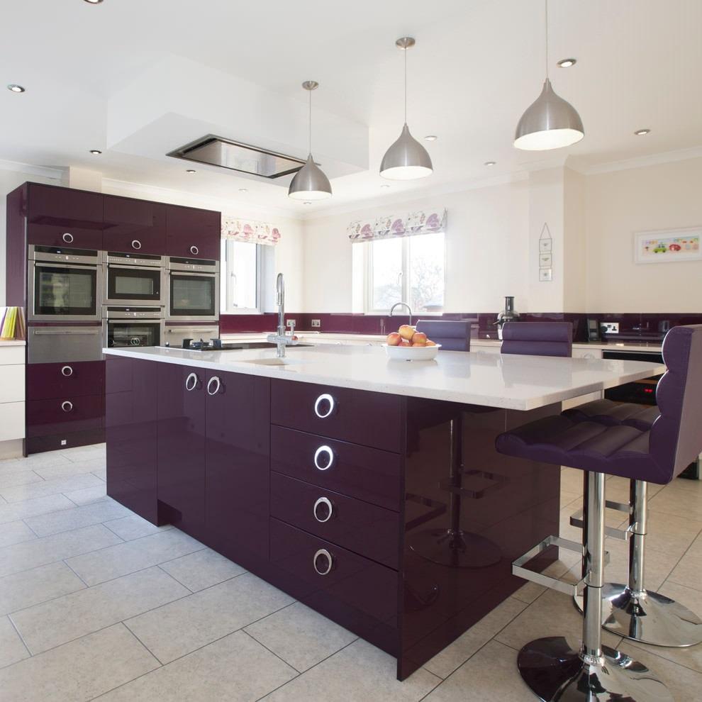 темный фиолетовый на большой кухне