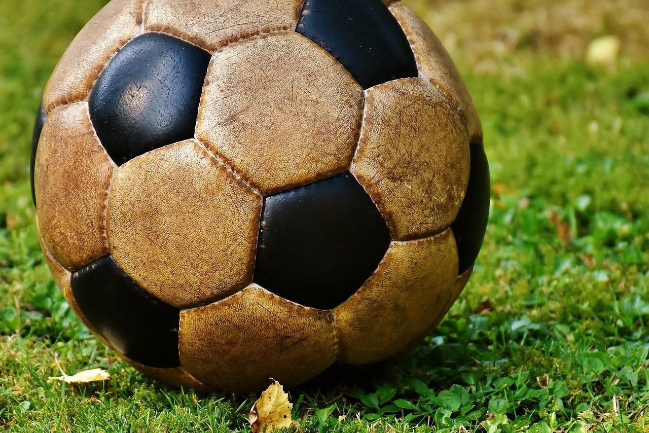 нахождение повреждения мяча