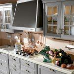 кухонный гарнитур с овощами