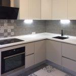 кухонный гарнитур серый