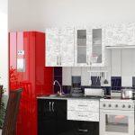 кухонный гарнитур с красным холодильеником