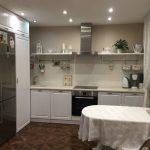 кухонный гарнитур со скатертью