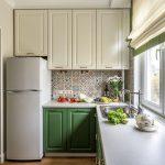 кухонный гарнитур с зеленой тумбой