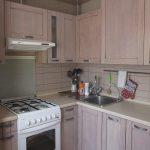 кухонный гарнитур белый с вытяжкой