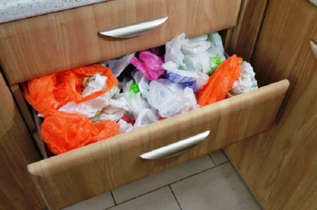 хранение пакетов на кухне фото