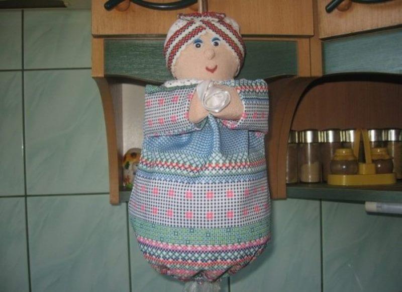 хранение пакетов на кухне в кукле