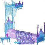 голубая кукольная кровать