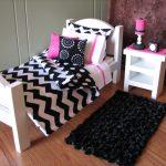 белая кукольная кровать