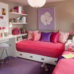 яркие детали в интерьере комнаты для подростков