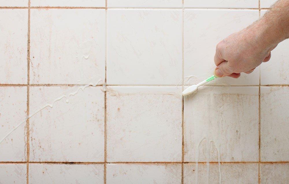 как чистить плитку от плесени
