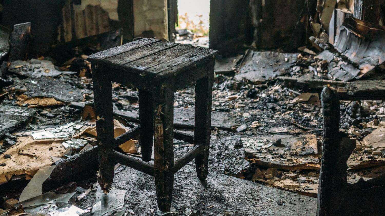 сгоревшая мебель после пожара