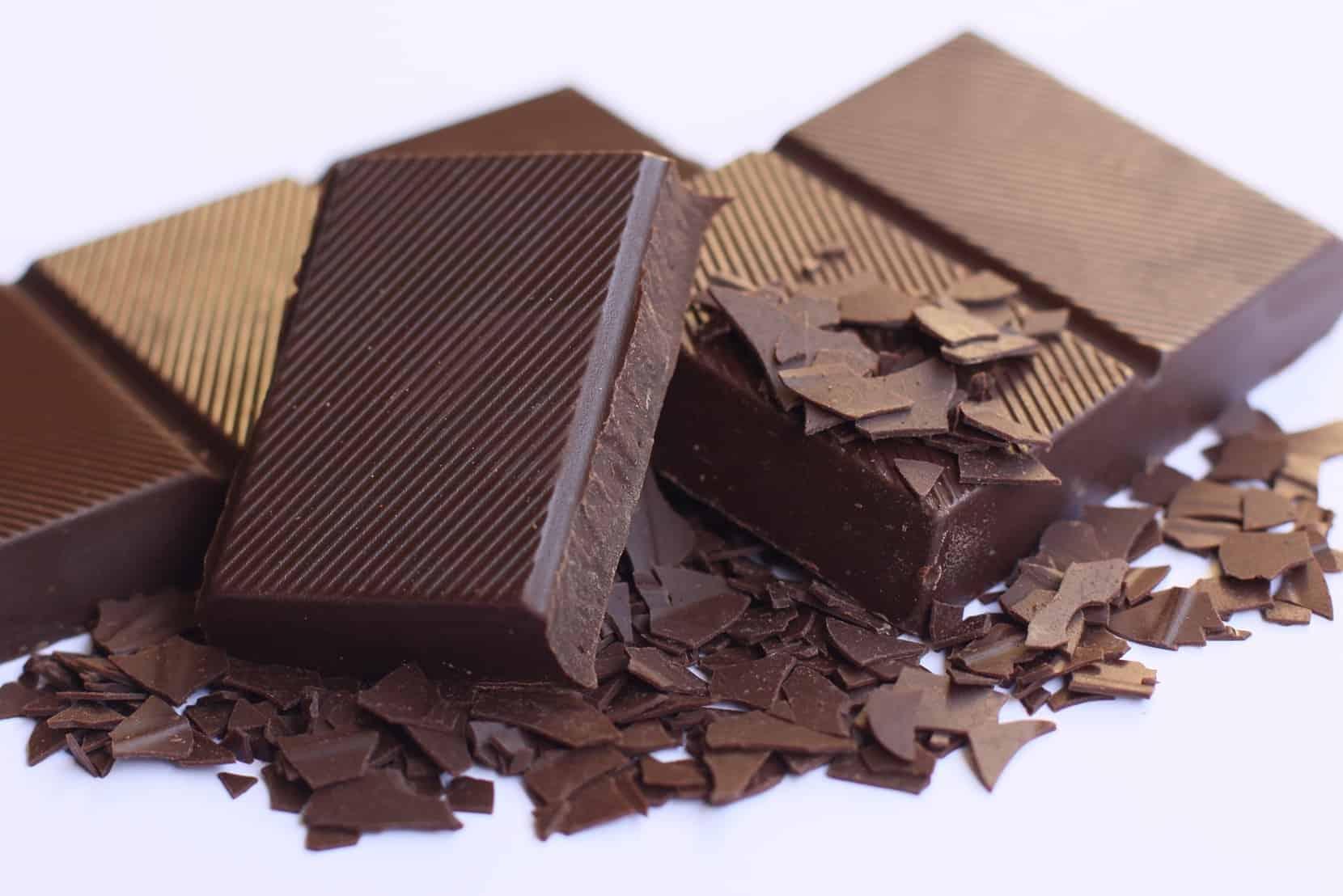 шоколад оставляет пятна на одежде