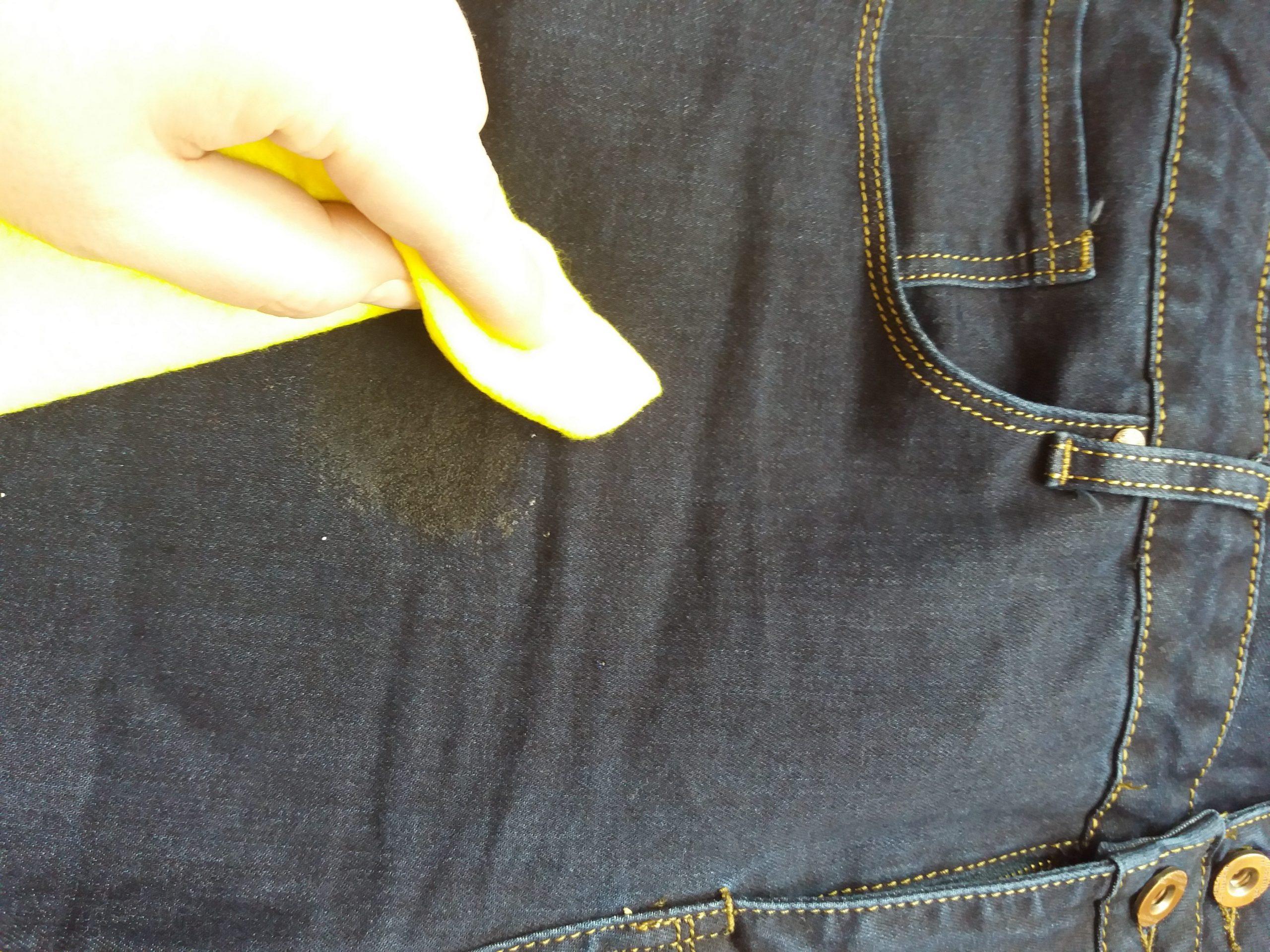 борьба с пятном на джинсах