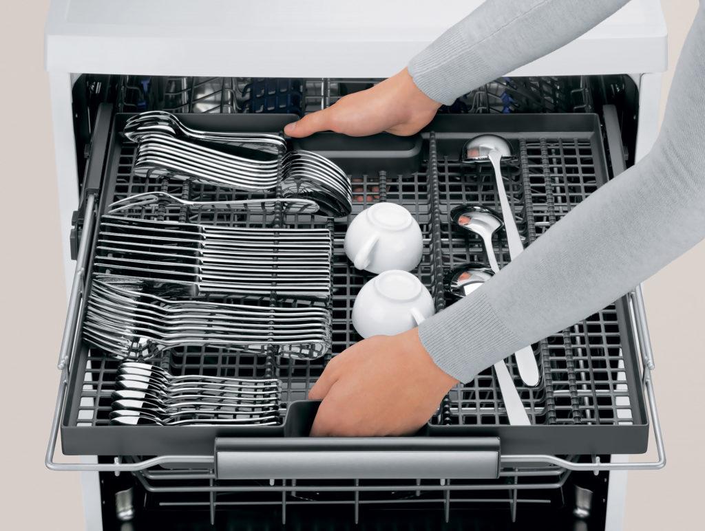 первое включение посудомойки
