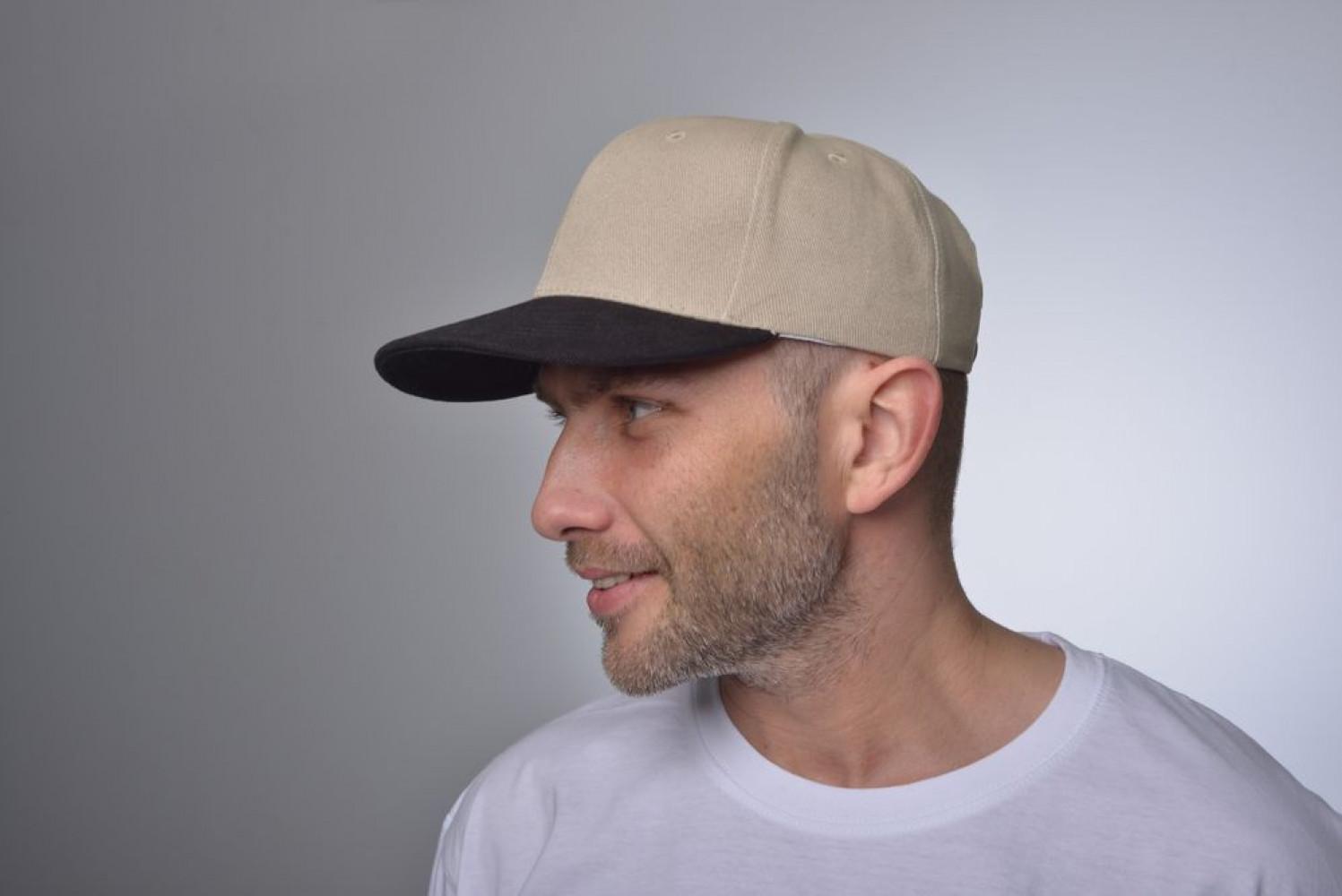 кепка на голове