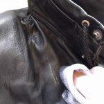 потерлась кожаная куртка