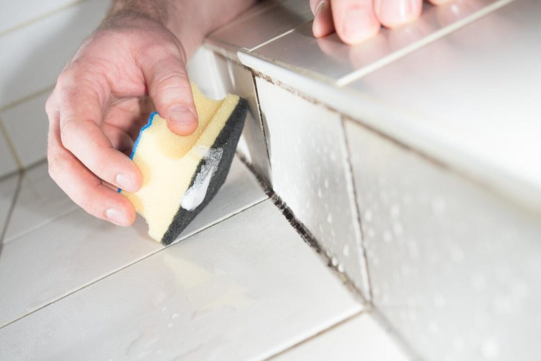 чистка ванной от плесени