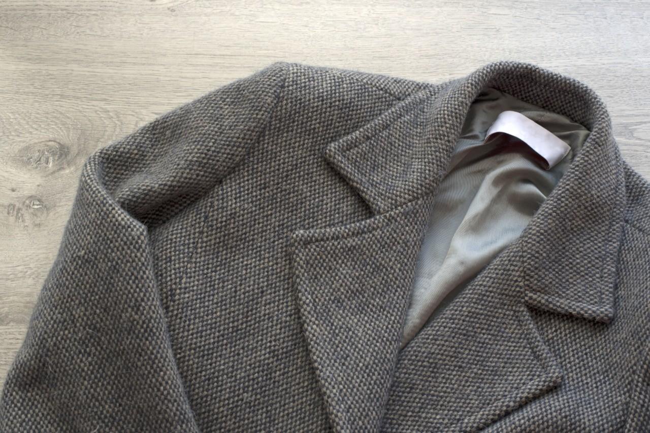 небольшие загрязнения пиджака