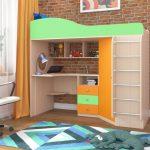 оранжево-зеленая двухъярусная кровать