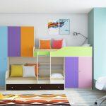 разноцветная двухъярусная кровать для детей