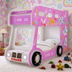 кровать - розовый автобус