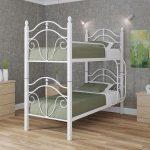 белая металлическая двухэтажная кровать