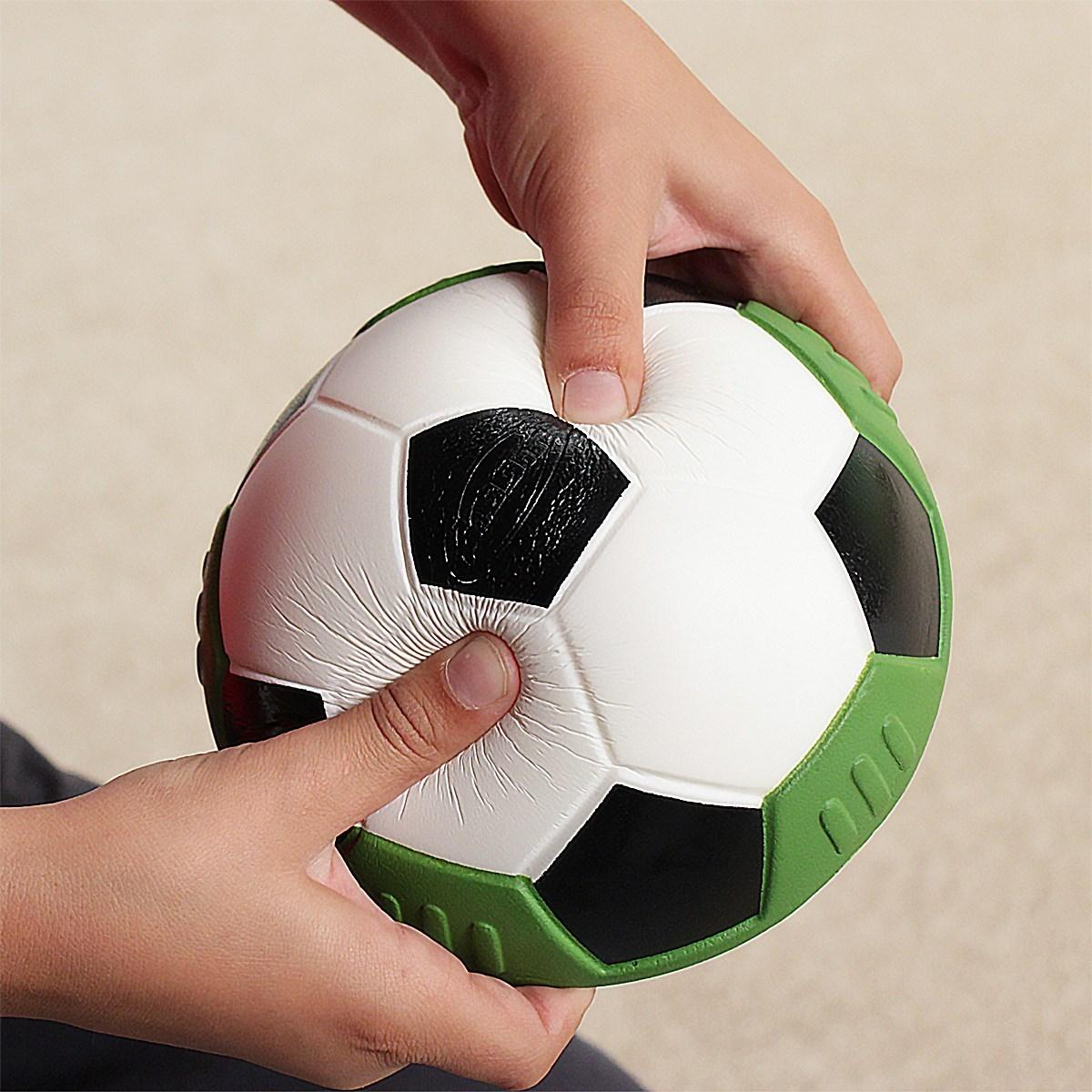 небольшая дыра на мяче