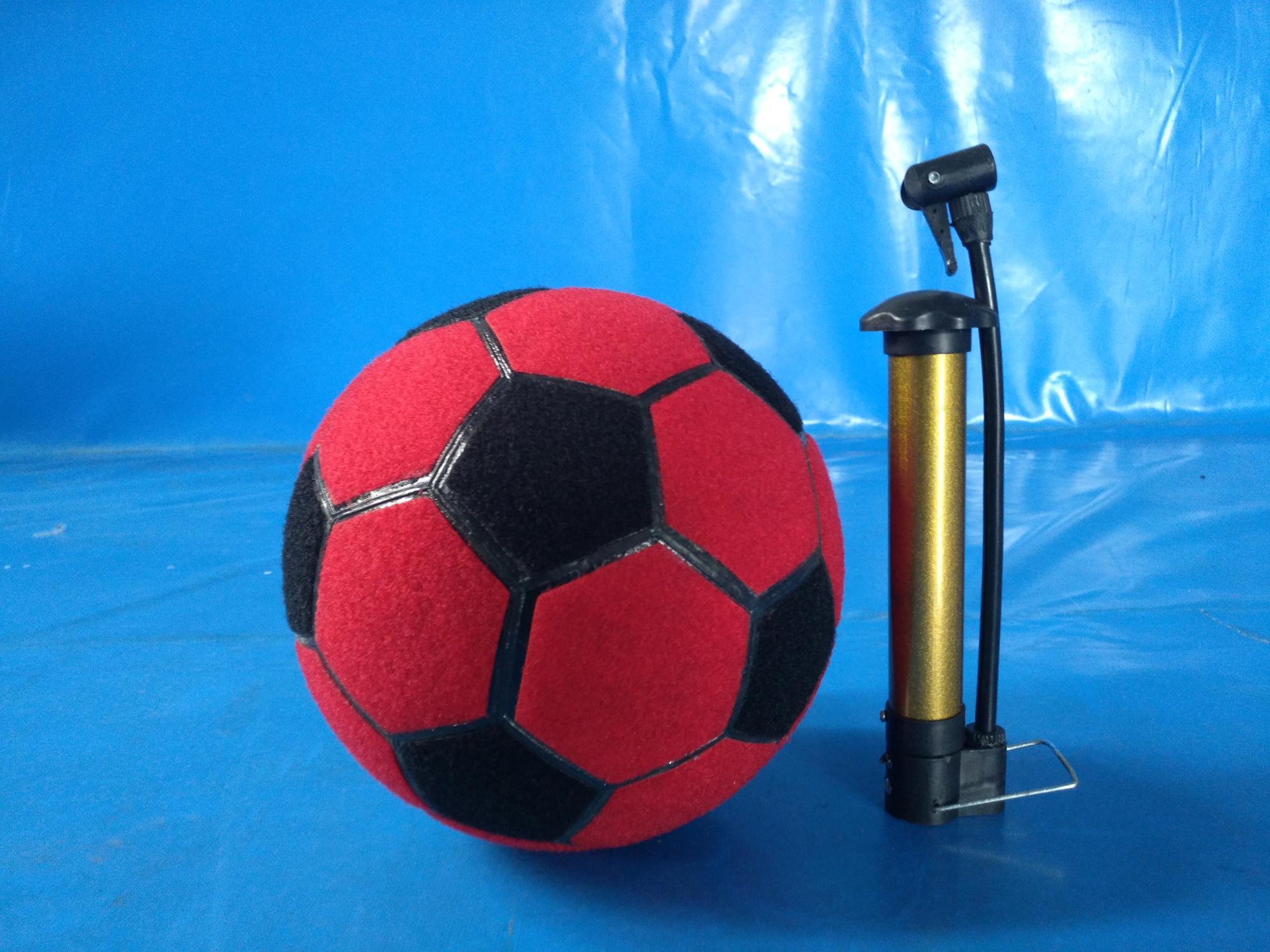 накачивание футбольного мяча