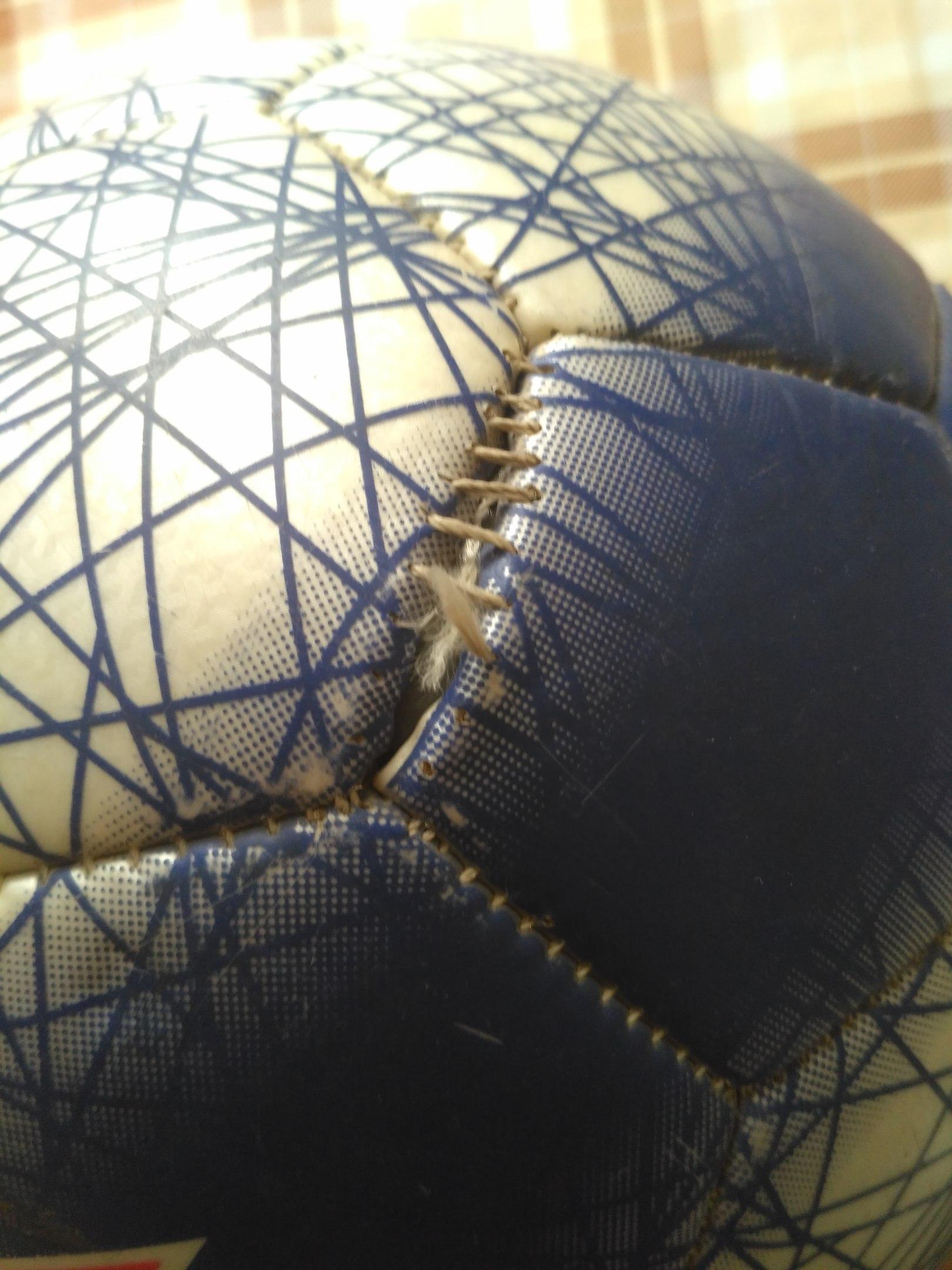 характер повреждений футбольного мяча