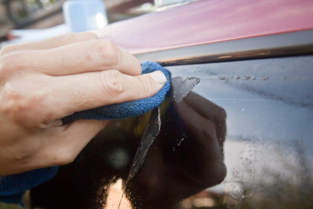 клей от наклейки на стекле