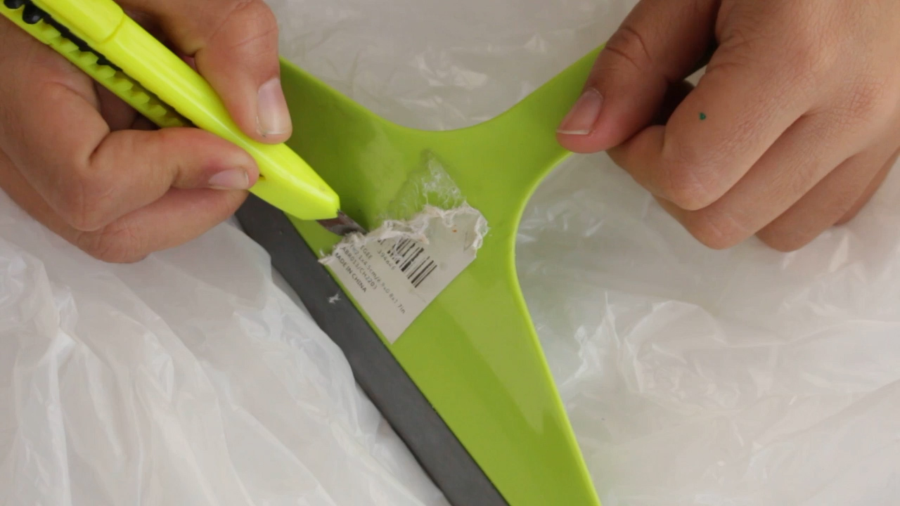 клей от наклейки с пластика