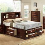 кровать с ящиками декор
