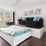 кровать в подиуме оформление фото