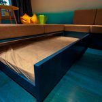 кровать в подиуме виды декора