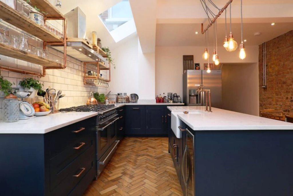 кухня без верхних шкафов параллельная