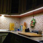 подсветка гарнитура на кухне декор