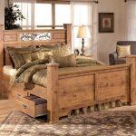 мебель из дерева светлая кровать