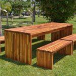 мебель из дерева на улице