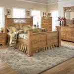 мебель из дерева спальный гарнитур