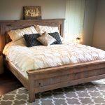 мебель из дерева с табличкой